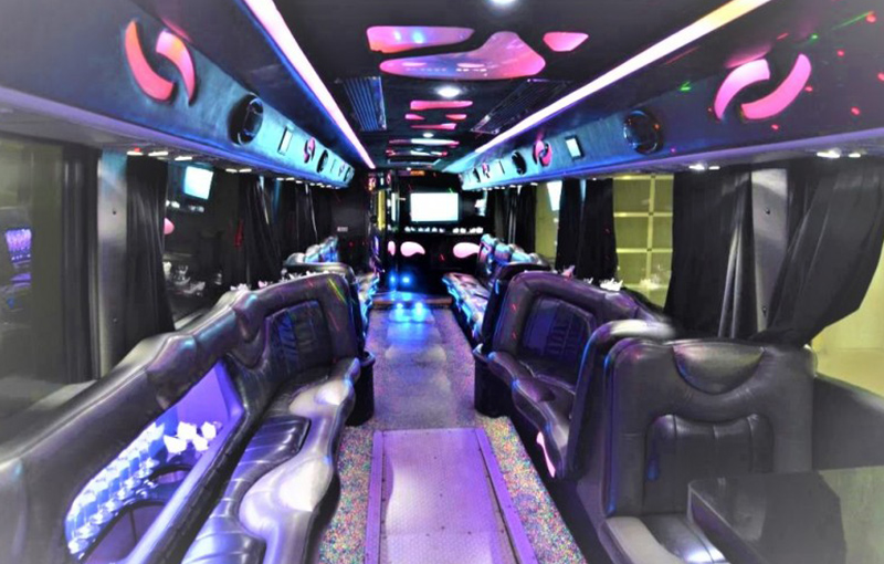 deluxe-limo-boston-partybus-36-passengers-interior